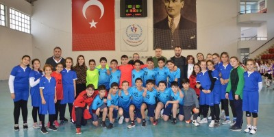 Nasrettin Hoca Ortaokulu Hentbolde Ankara birincisi oldu