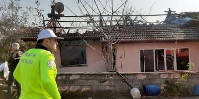 Sakarya'da ev yangınında 2 çocuk yanarak hayatını kaybetti